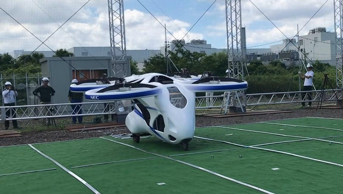 Latający samochód NEC po raz pierwszy uniósł się w powietrze 17