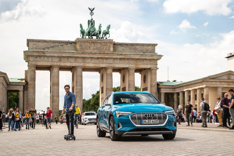 Audi pokazało hulajnogę elektryczną. Do prowadzenia wystarczy jedna ręka 21