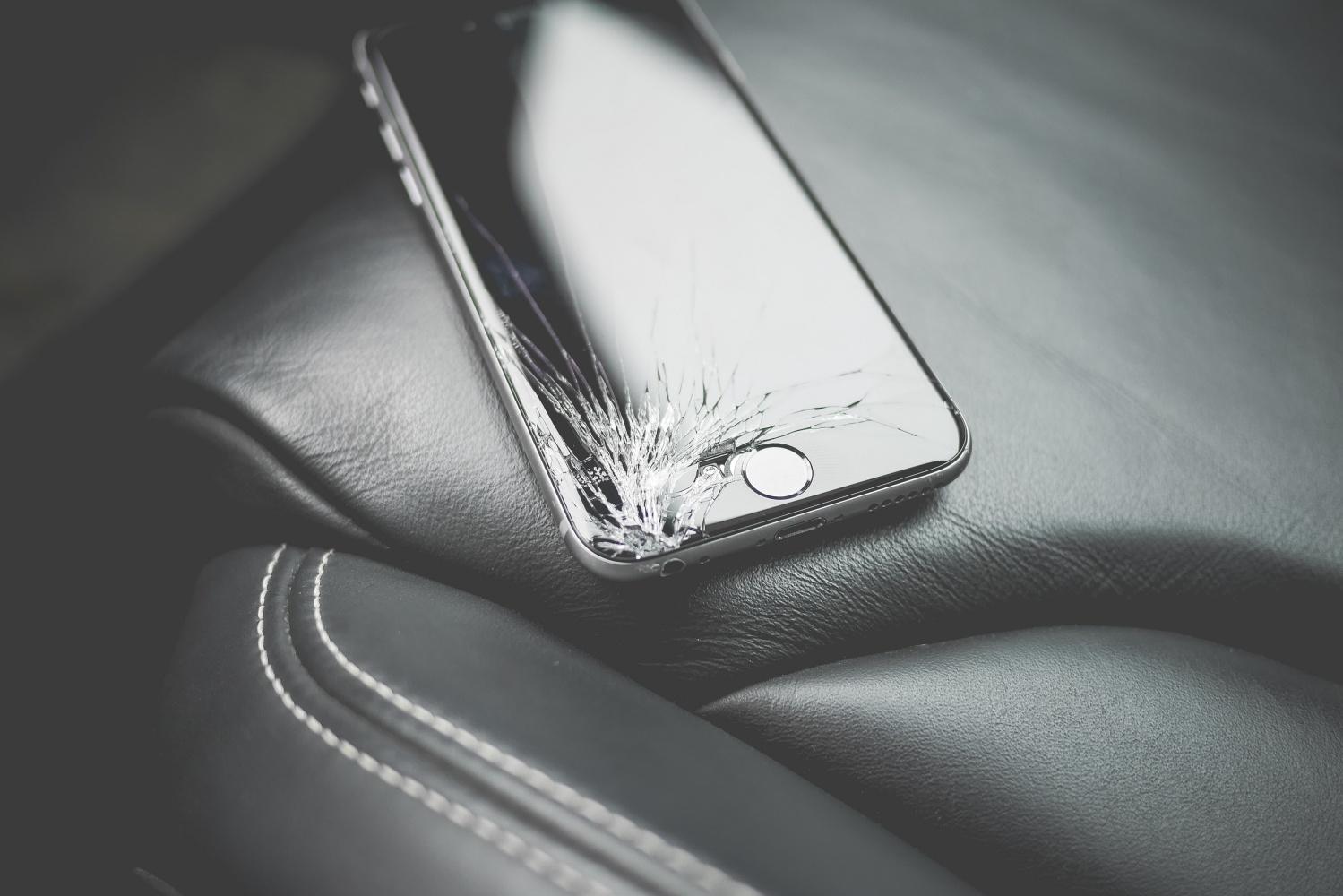 Dzięki łasce Apple naprawisz iPhone'a oryginalnymi częściami również w niezależnych serwisach 22
