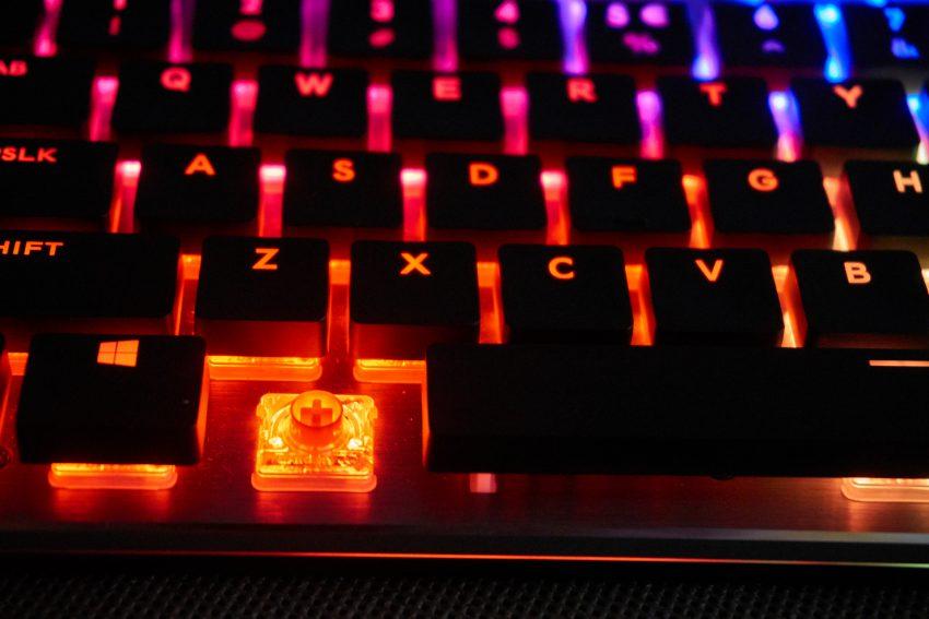 Cooler Master SK650 - czy klawiatura mechaniczna podoła biurowym wyzwaniom? (recenzja)