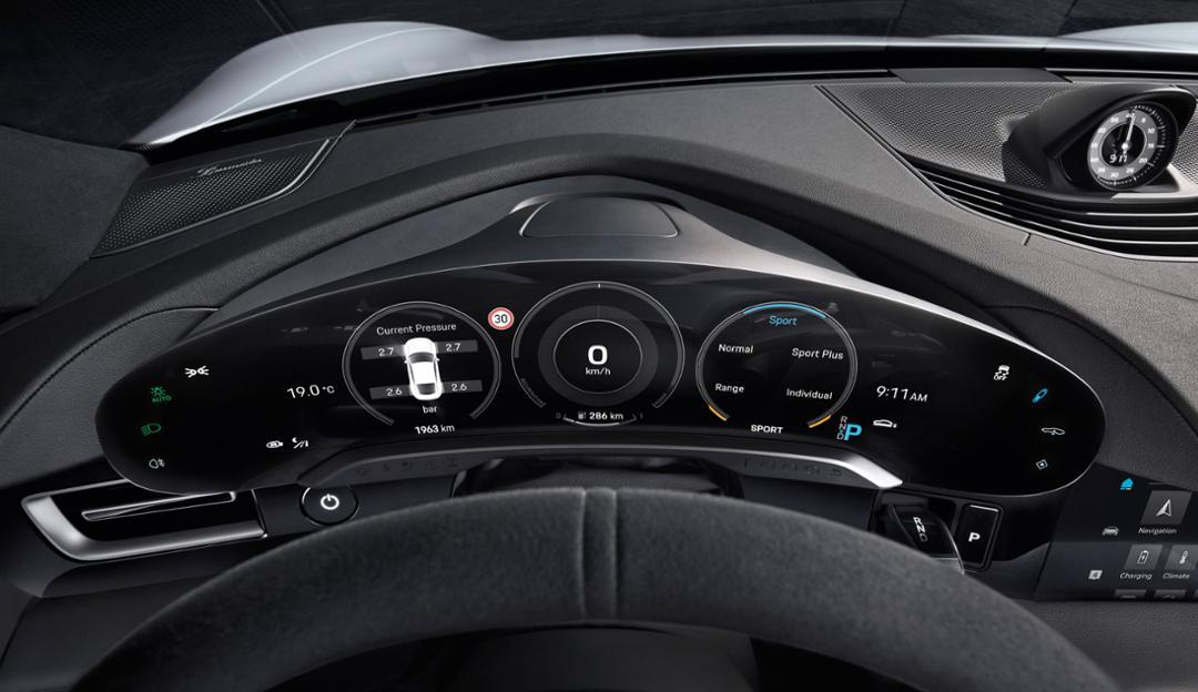 Ile ekranów znajdziemy w Porsche Taycan? Sądzę, że jednak trochęza dużo