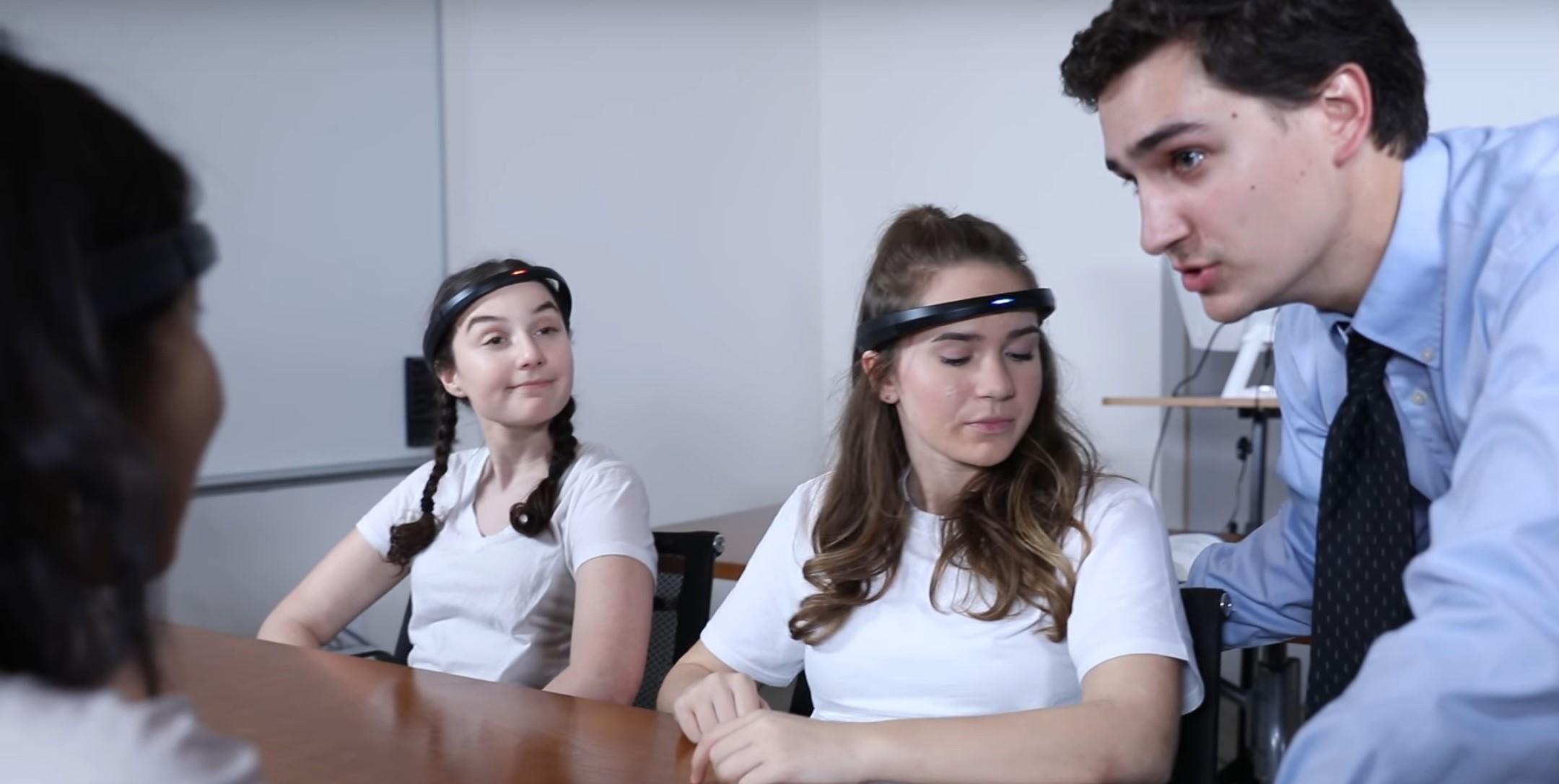 Chiński bat na rozkojarzonych uczniów - opaski z monitoringiem EEG w szkołach