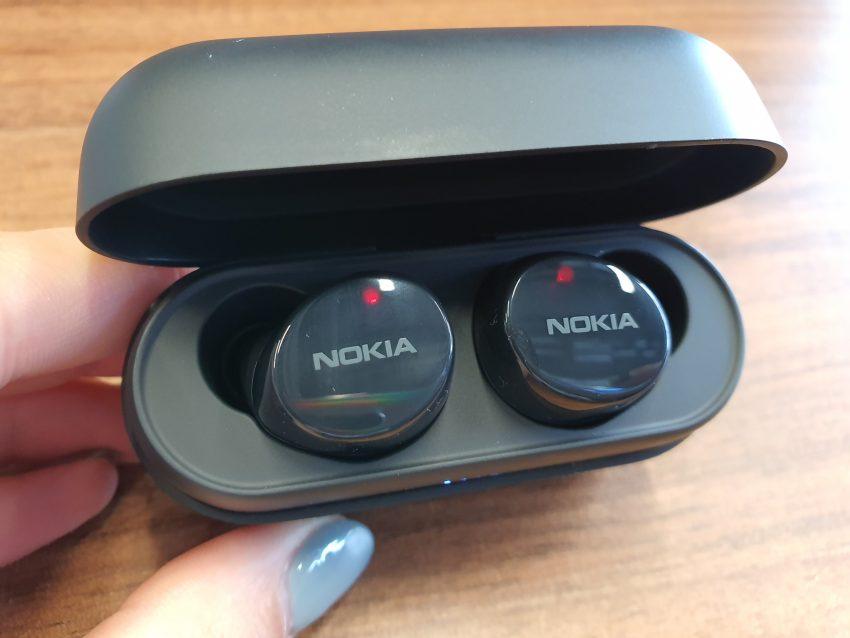 Słuchawki Nokia Power Buds, które naładujesz 30 razy przez etui, trafiły do polskich sklepów