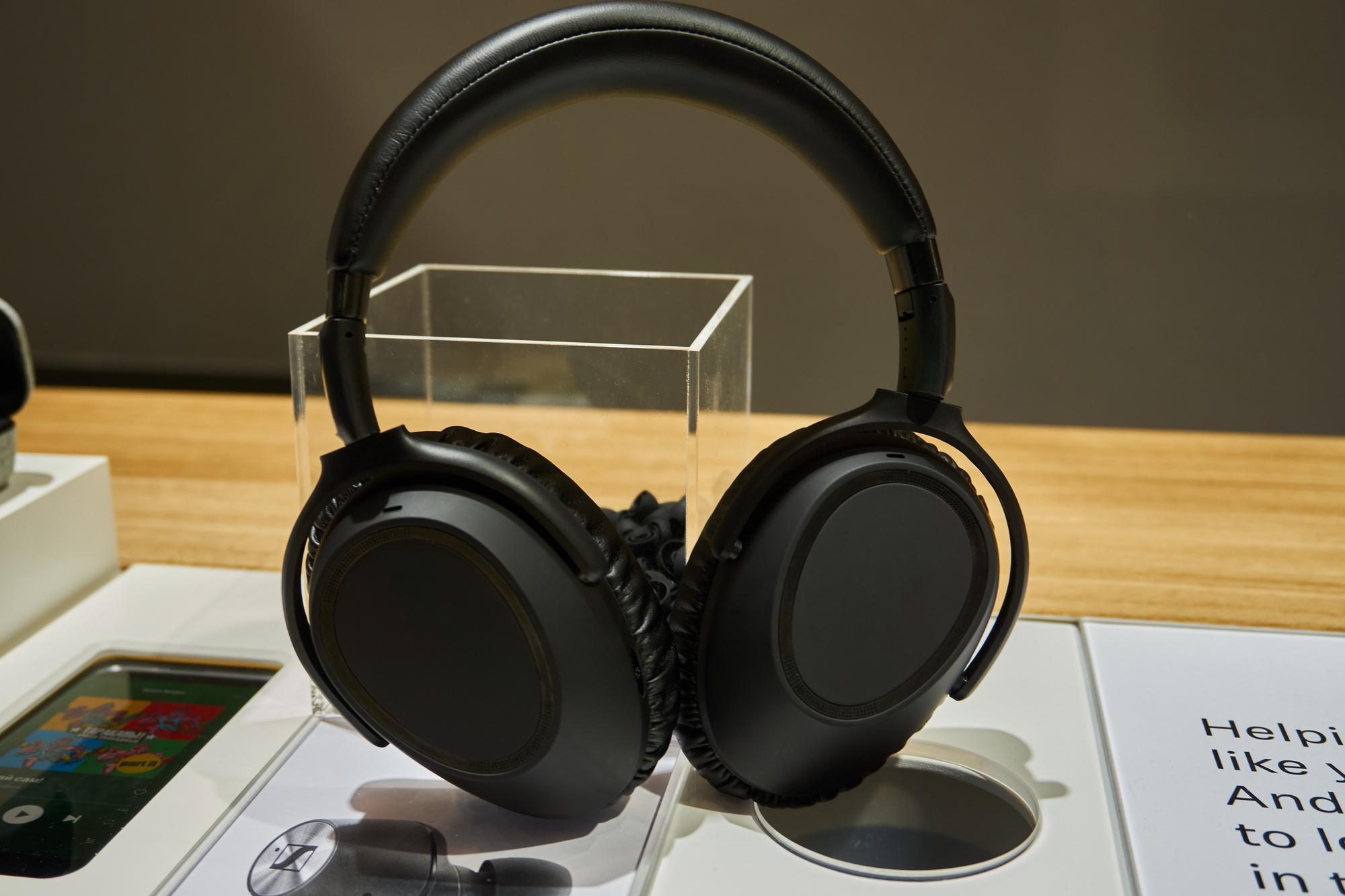 Sennheiser PXC 550-II, czyli jak odświeżyć słuchawki, zachowując stare standardy 18