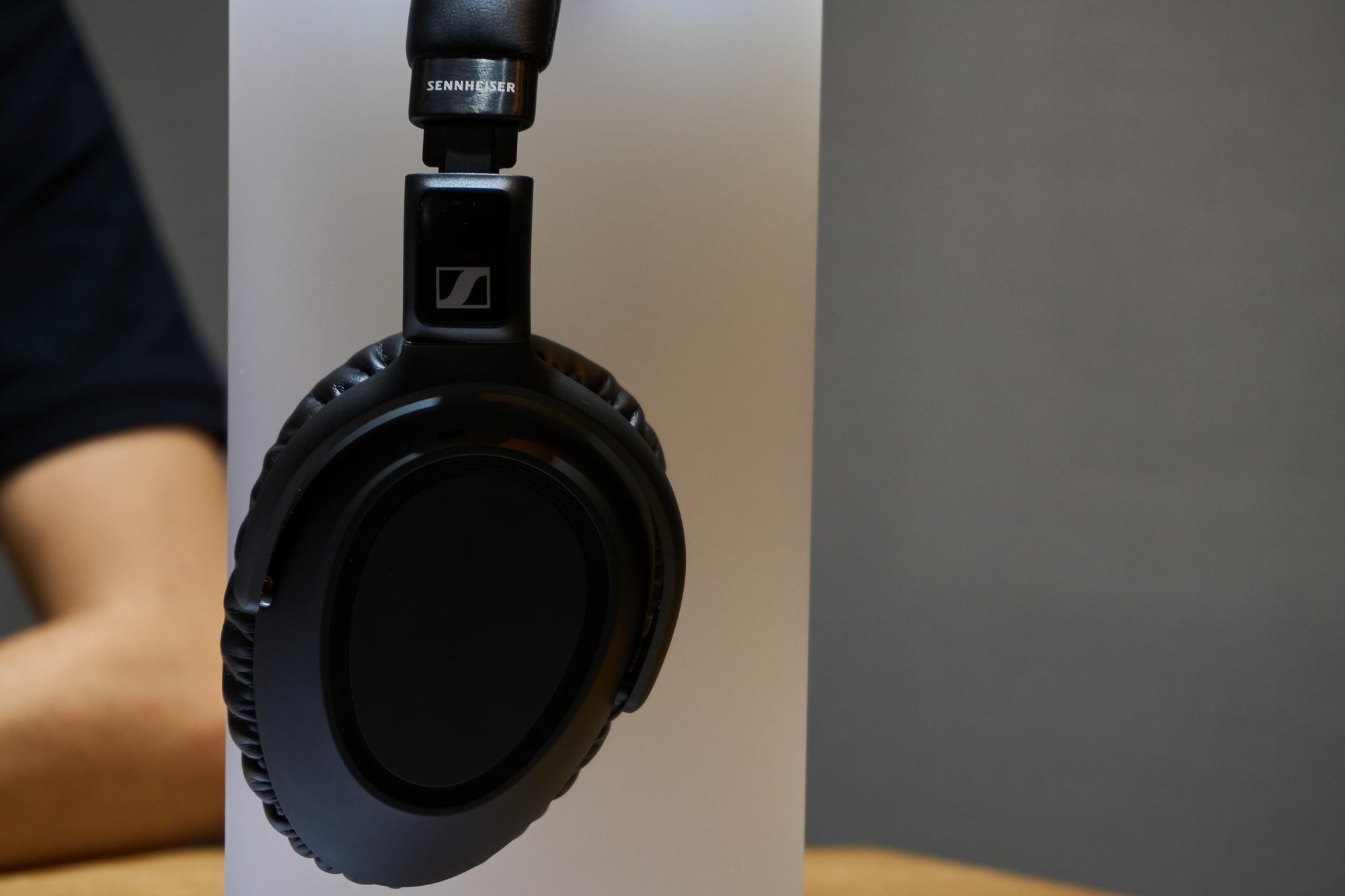 Sennheiser PXC 550-II, czyli jak odświeżyć słuchawki, zachowując stare standardy 17