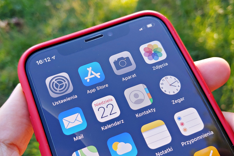 iOS 13 – włączenie trybu ciemnego pozytywnie wpływa na czas pracy