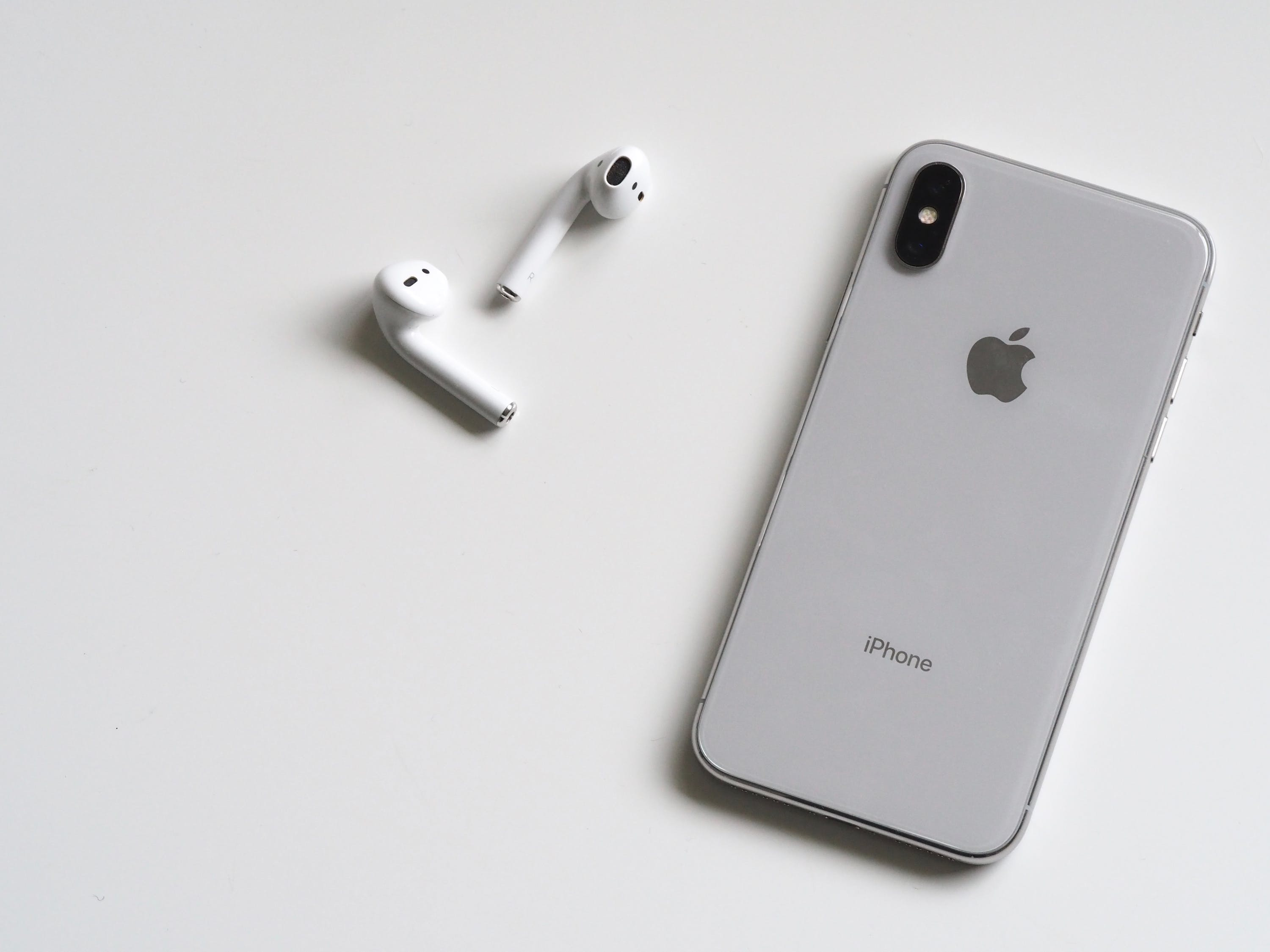 iPhone X AirPods