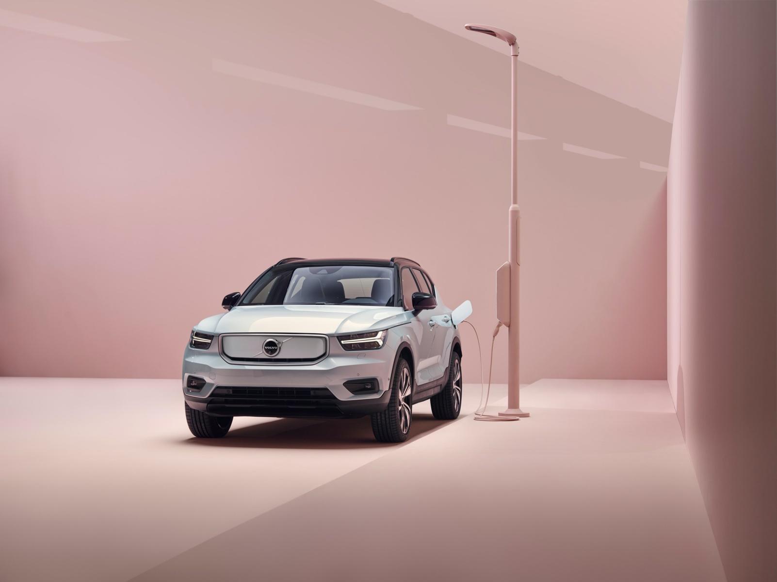 Volvo XC40 Recharge już oficjalnie. Oto pierwszy samochód z nowym Androidem 18