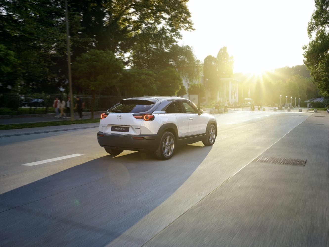 Mazda MX-30 – pierwszy elektryk w ofercie producenta. Poznaliśmy zasięg i cenę 18