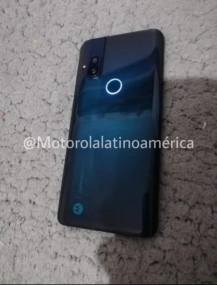 Nowa Motorola zaskakuje swoim wyglądem 21