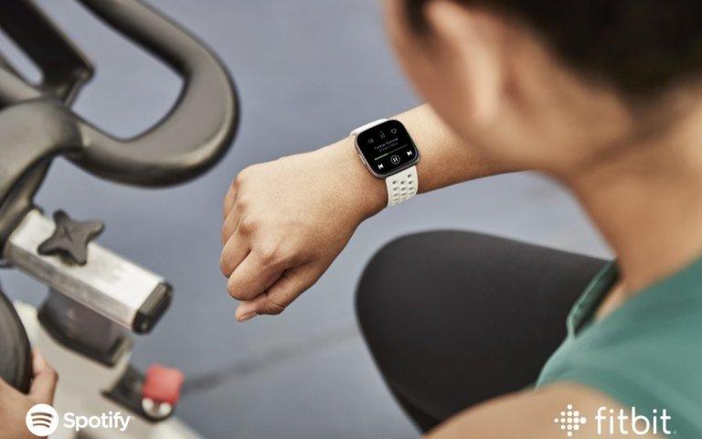 Aplikacja Spotify ląduje na zegarkach Fitbit Versa, Versa Lite i Ionic