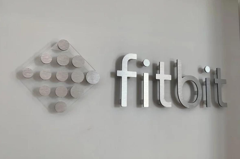 Stało się! Google kupiło FitBita 22