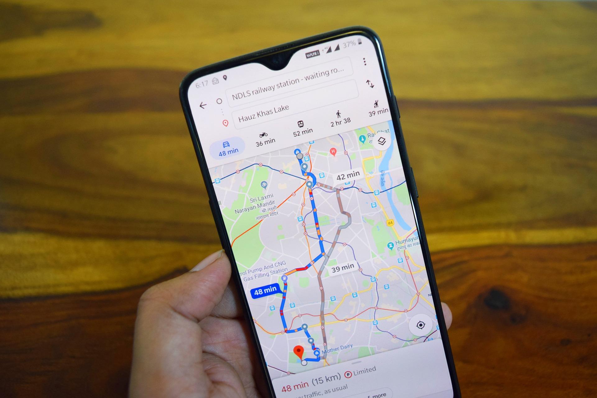 Mapy Google z funkcją śledzenia najlepszych lokalnych przewodników