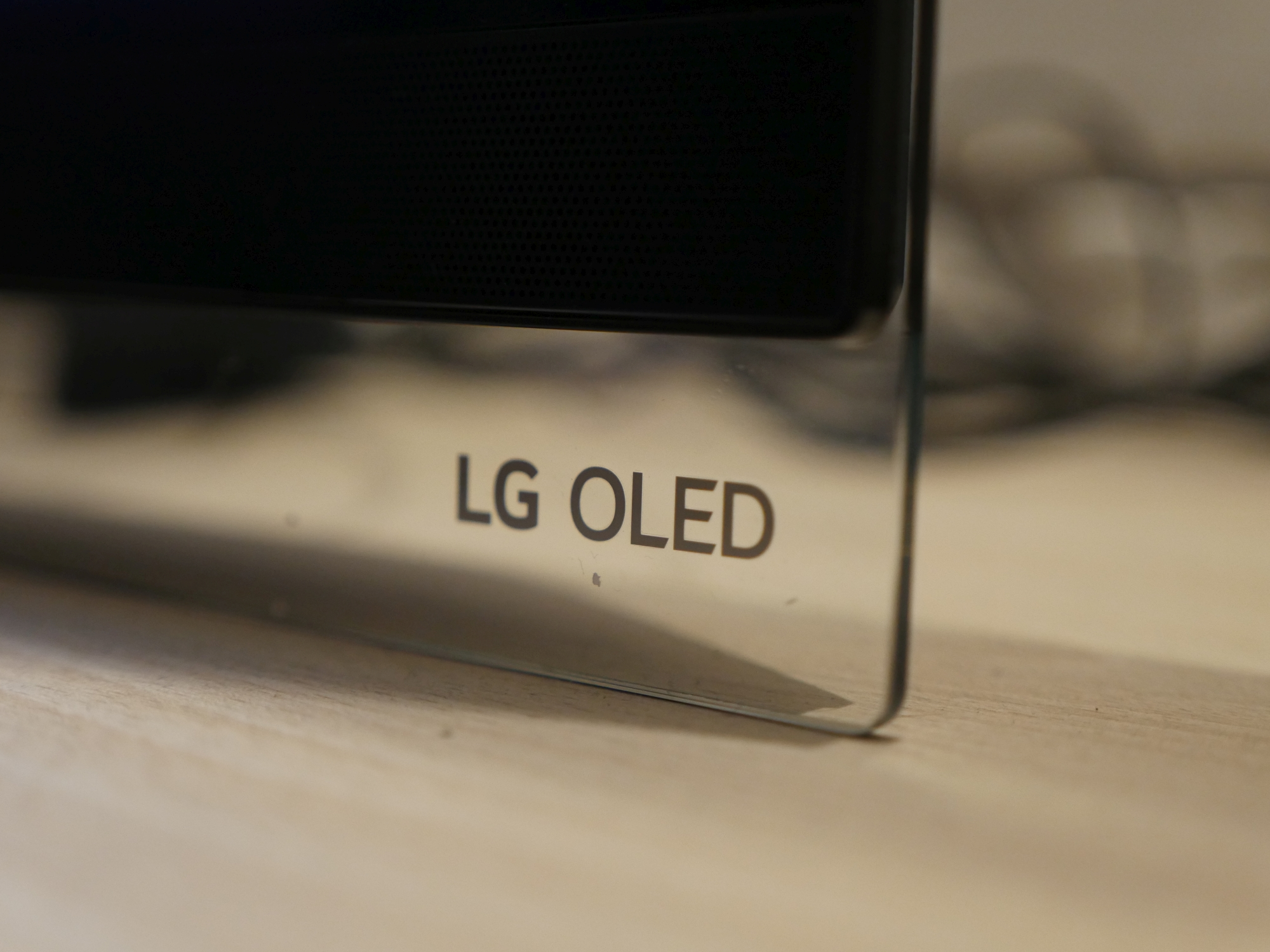 LG OLED E9 - recenzja szklanej wizji telewizji 25