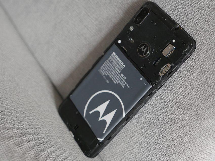 Motorola Moto E6 Plus udowadnia, że smartfon za 600 złotych nie musi być nudny (recenzja)