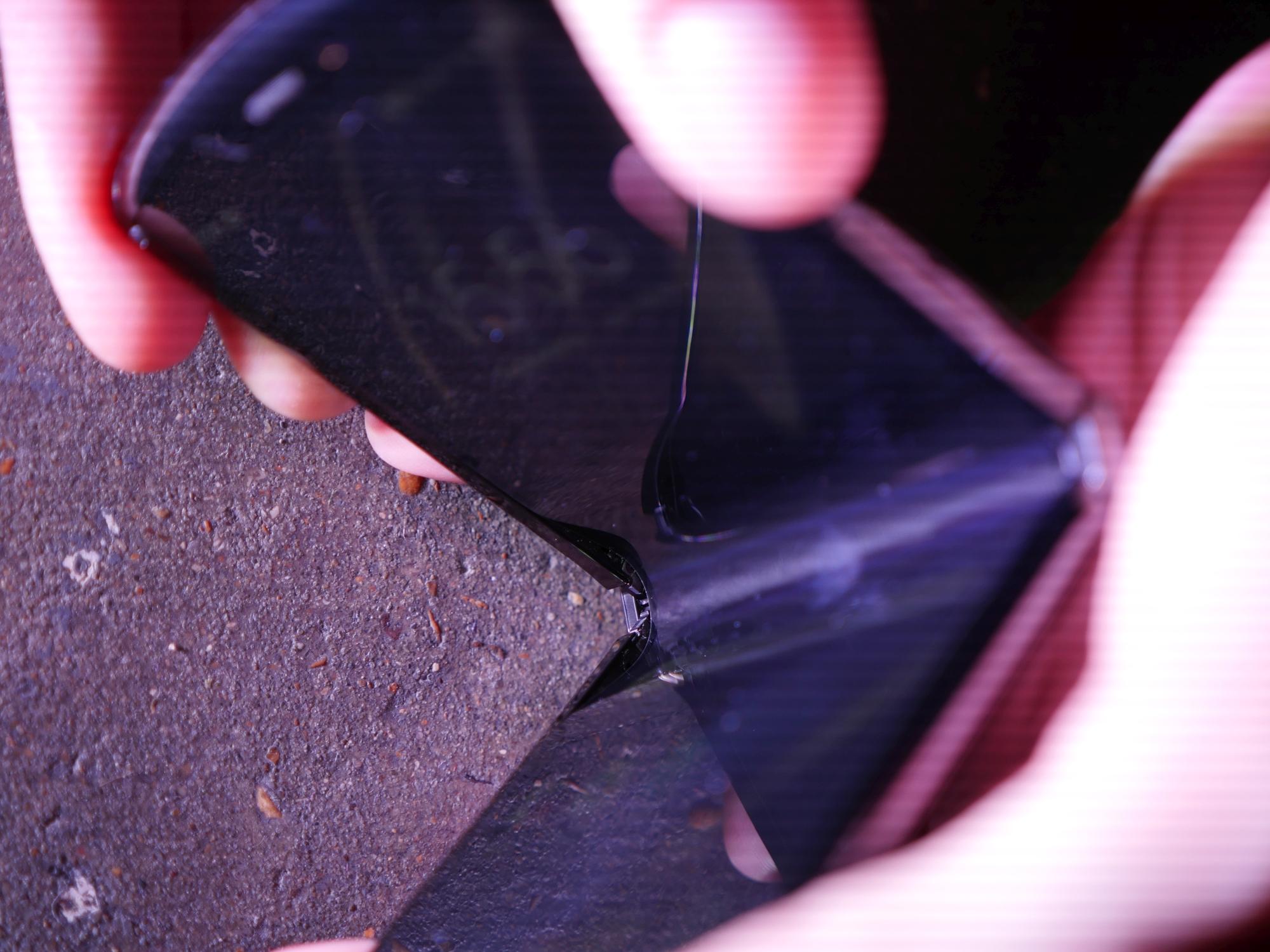 Coś dla miłośników ASMR. Składana Motorola RAZR skrzypi jak stare krzesło