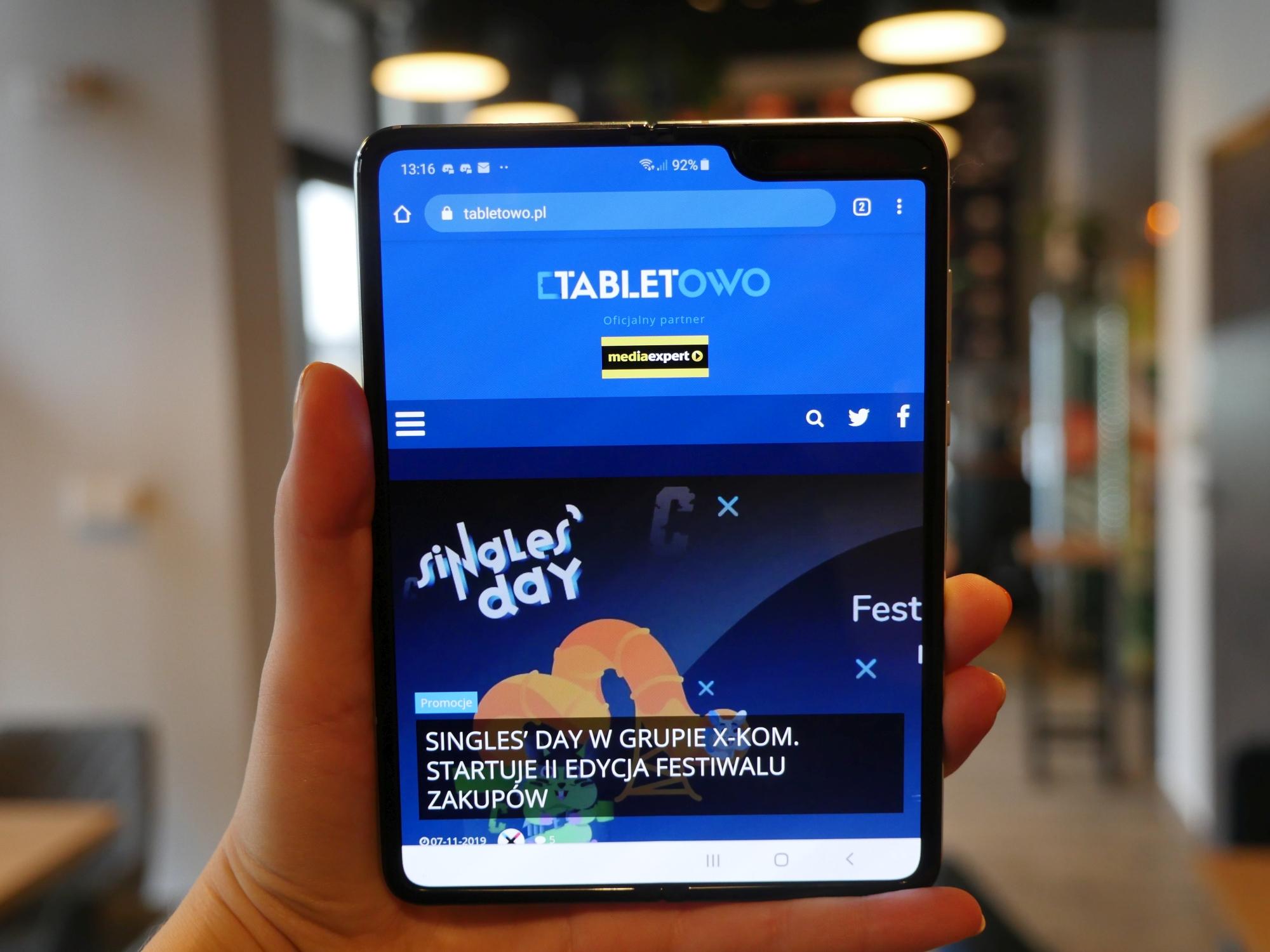 Samsung Galaxy Z Fold 2 z szybkim (ale nie najszybszym) ładowaniem