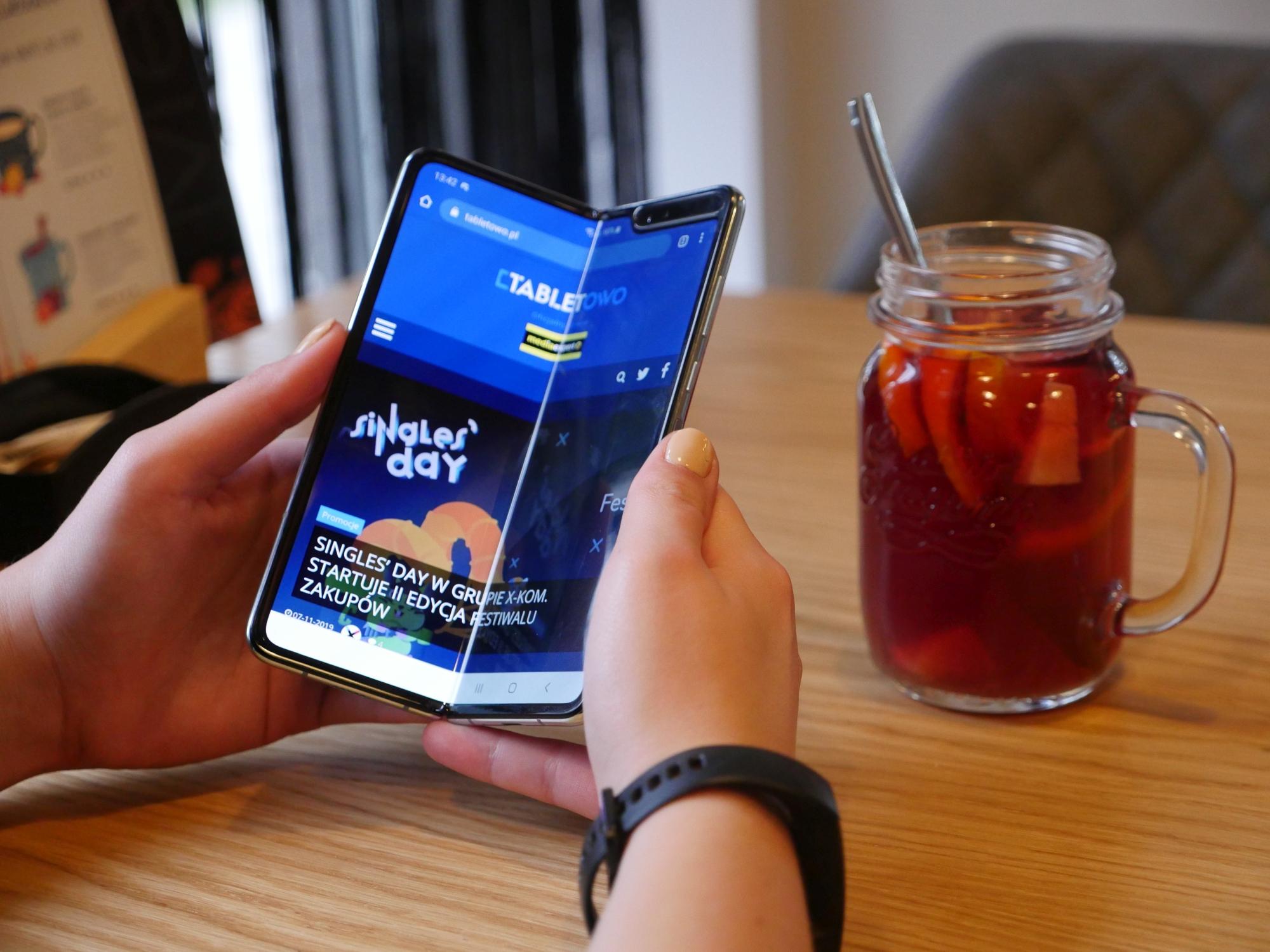 Samsung dokonał niemożliwego. Oficjalnie zapowiedział też nowy składany smartfon 24