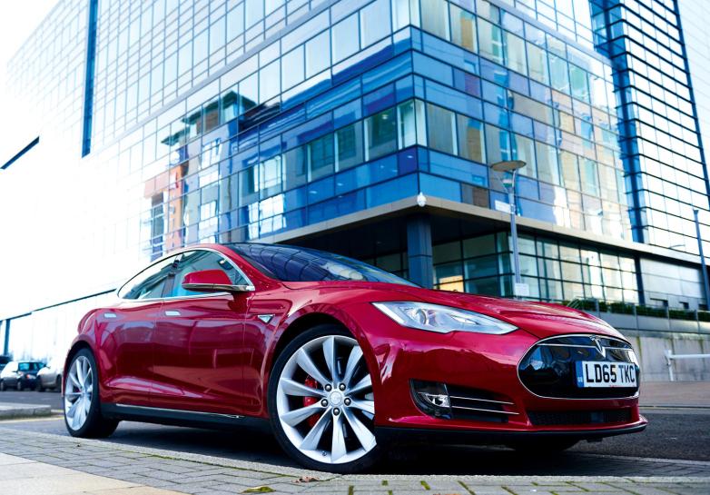 Tesla model S przyspiesza... dzięki nowej aktualizacji