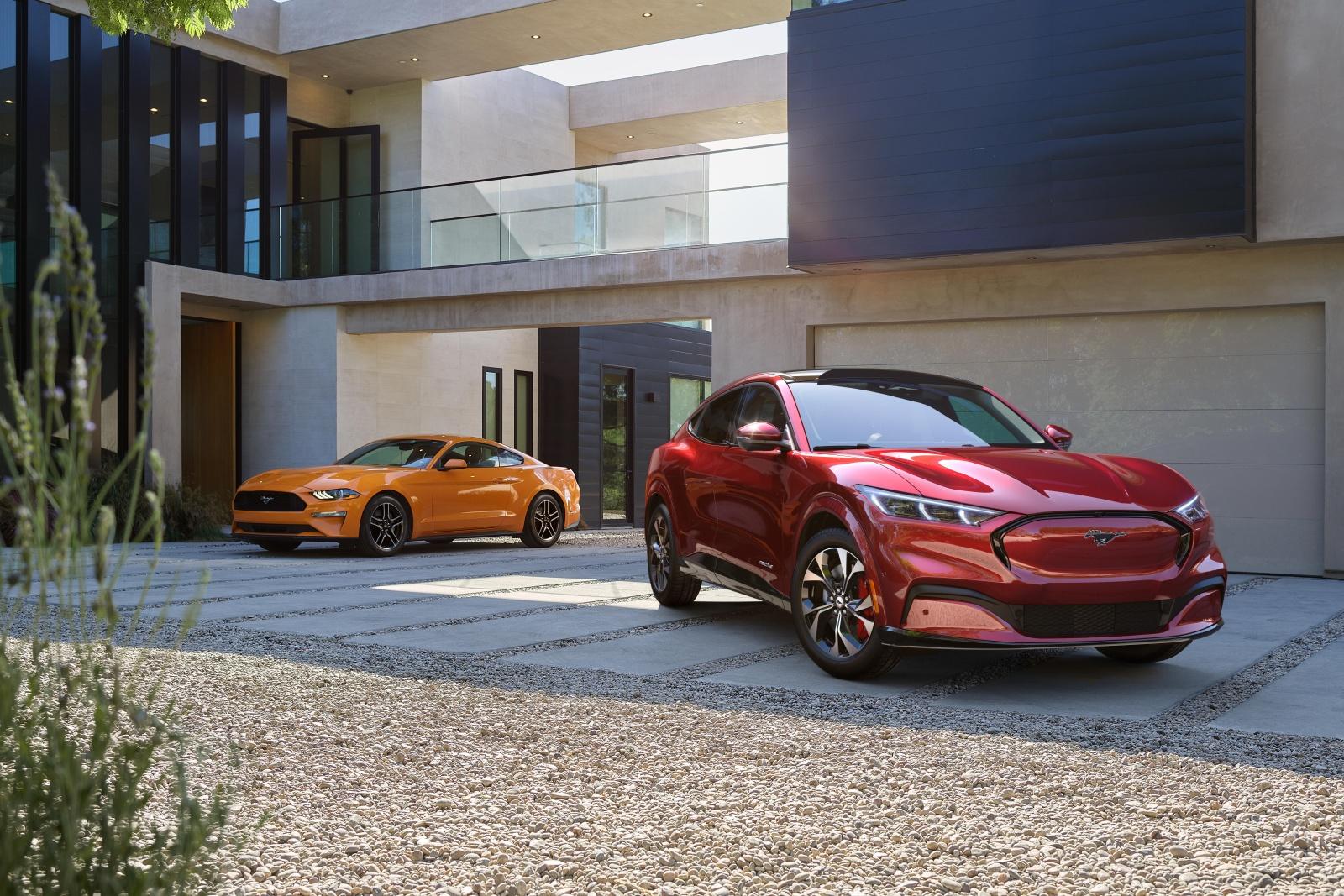 Ktoś jednak kupuje elektrycznego Mustanga. Ford chwali się danymi 15