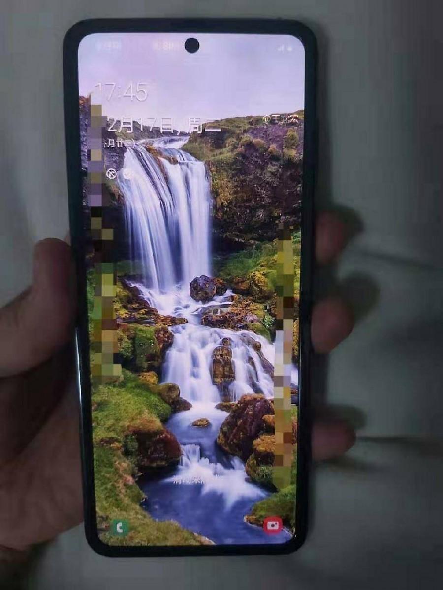Tak wygląda nowy składany smartfon Samsunga z klapką na żywo! 19