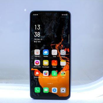 smartfon Oppo z aparatem pod ekranem