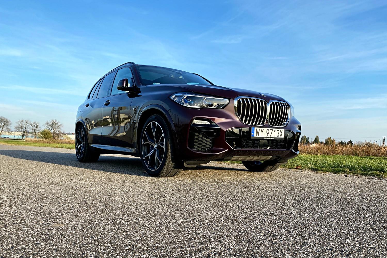 Jeździłem BMW X5 - potężny SUV, który sam wyjedzie ze ślepej uliczki (test) 18