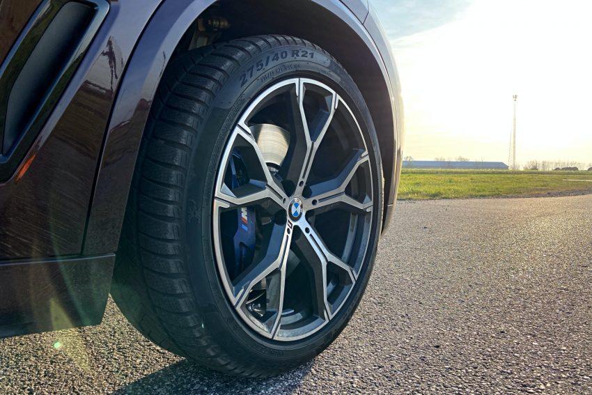 Jeździłem BMW X5 - potężny SUV, który sam wyjedzie ze ślepej uliczki (test) 19