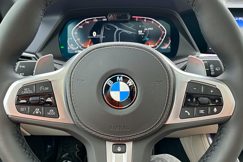 Jeździłem BMW X5 - potężny SUV, który sam wyjedzie ze ślepej uliczki (test) 32