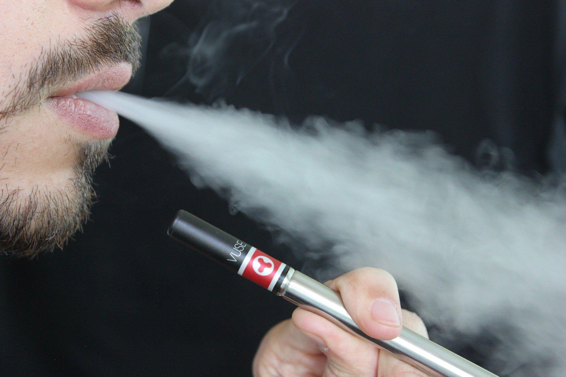Instagram bierze się za influencerów promujących e-papierosy