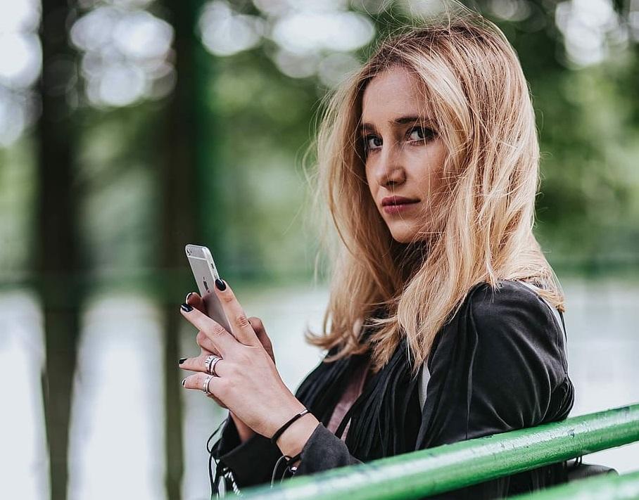 Polskie nastolatki korzystają ze smartfonów częściej niż ich rówieśnicy z USA, Wielkiej Brytanii czy Hiszpanii 18