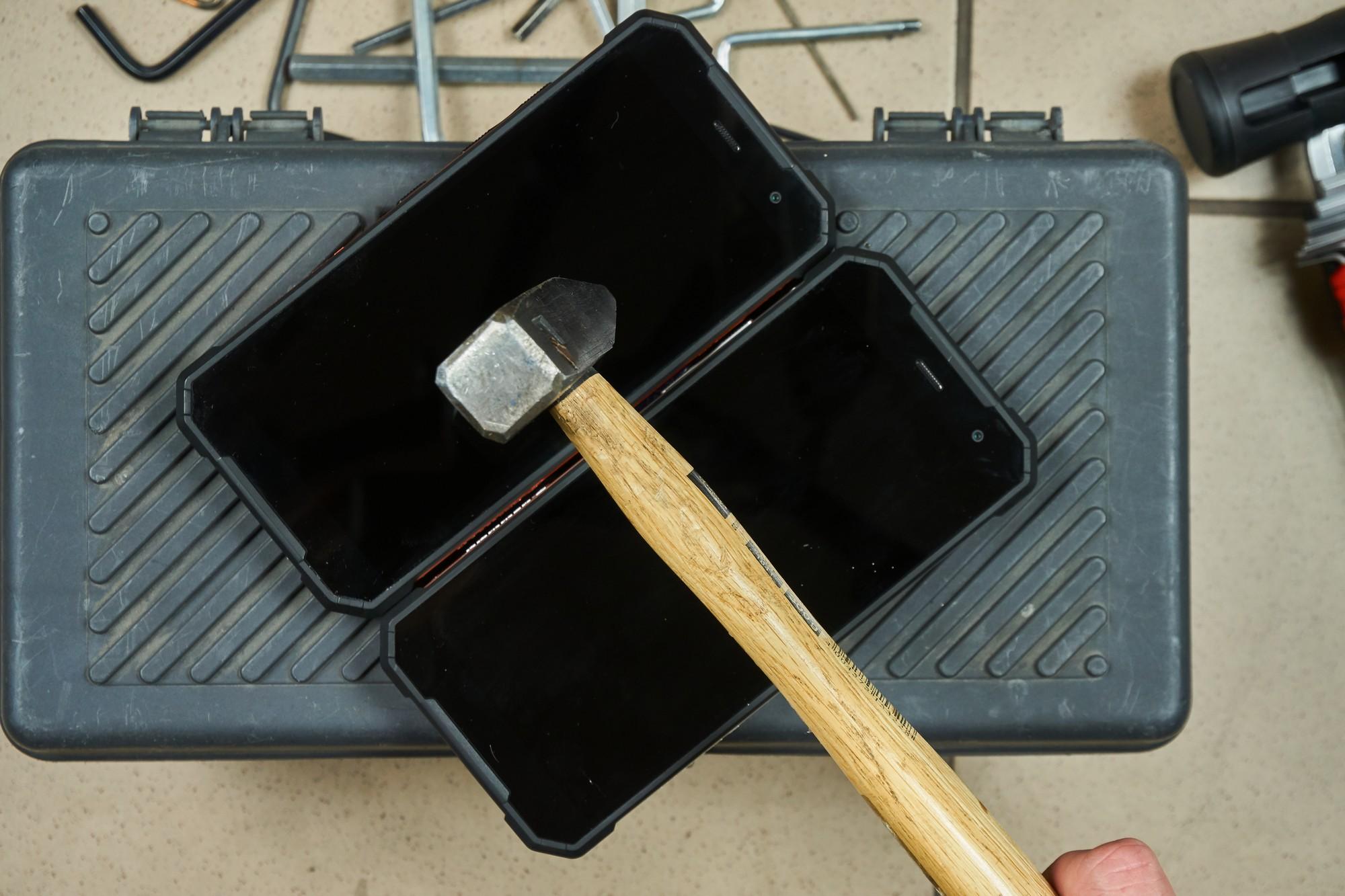 Hammer Explorer - wytrzymały smartfon dla średnio wymagających (recenzja)