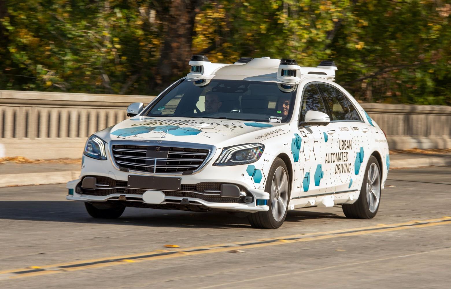 Mercedes i Bosch zmienili drogie limuzyny w autonomiczne taksówki 16