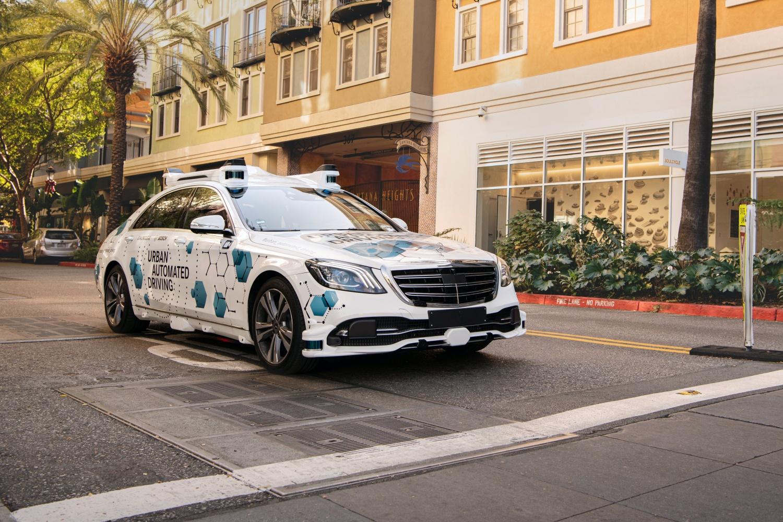 Mercedes i Bosch zmienili drogie limuzyny w autonomiczne taksówki 19