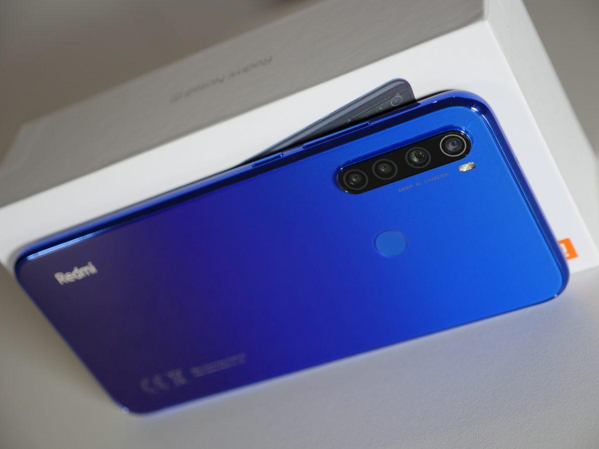 Wybieramy najlepszy smartfon do 800 złotych. Jakie modele warto kupić?