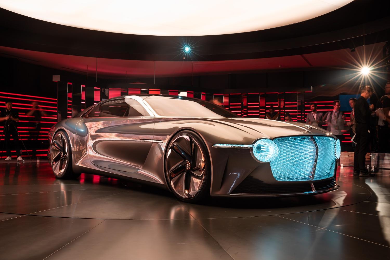 Bentley nie chce kompromisów, więc na elektryka jeszcze poczekamy