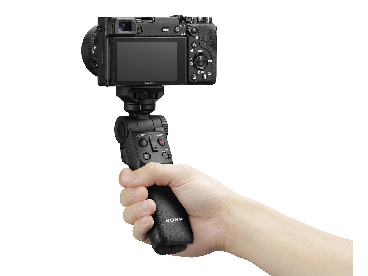 Sony opracowało własny uchwyt do bezlusterkowców. Nie trzeba go podłączać do aparatu kablem 18