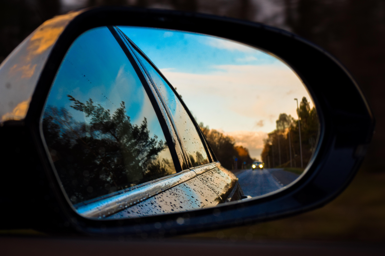 Aston Martin pokaże lusterko wsteczne integrujące obraz z trzech kamer 19