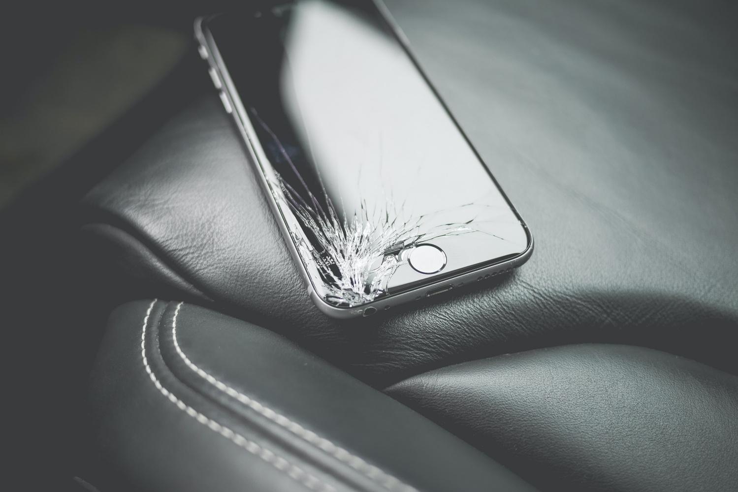 Apple ogłasza program naprawczy dla etui Smart Battery Case 17