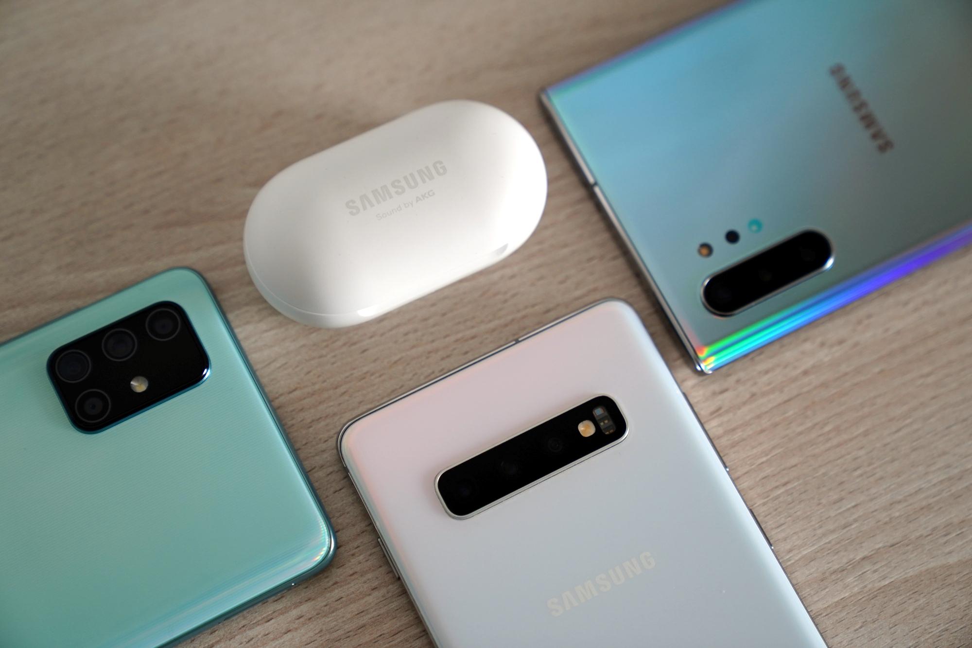 Od premiery Samsunga Galaxy S10+ właśnie mija rok. Czy wciąż warto go kupić?