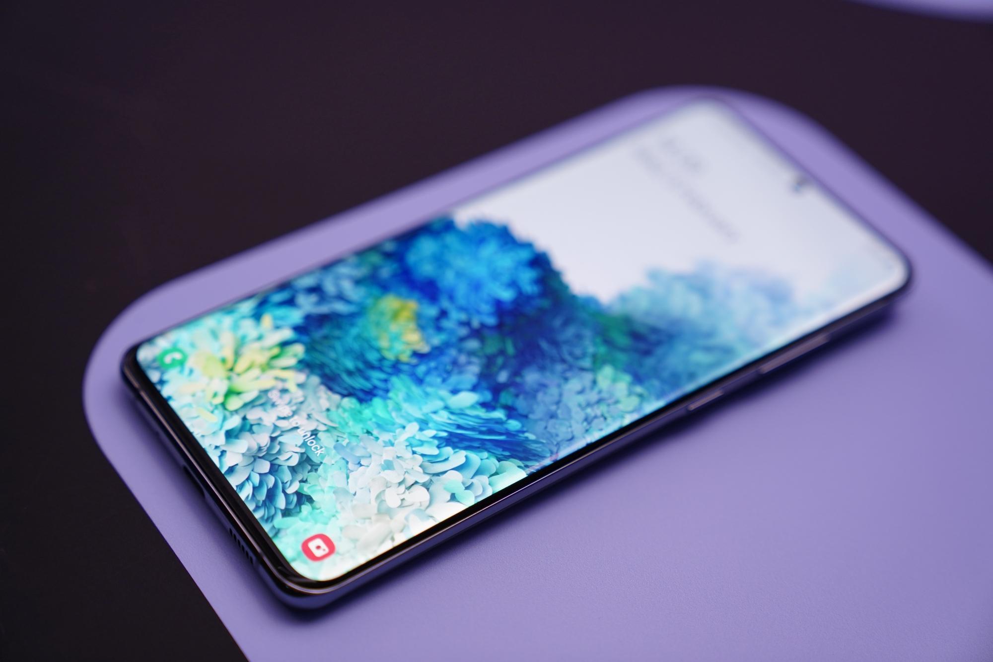 Samsung zaprezentował ekran OLED do smartfonów z modemami 5G 22