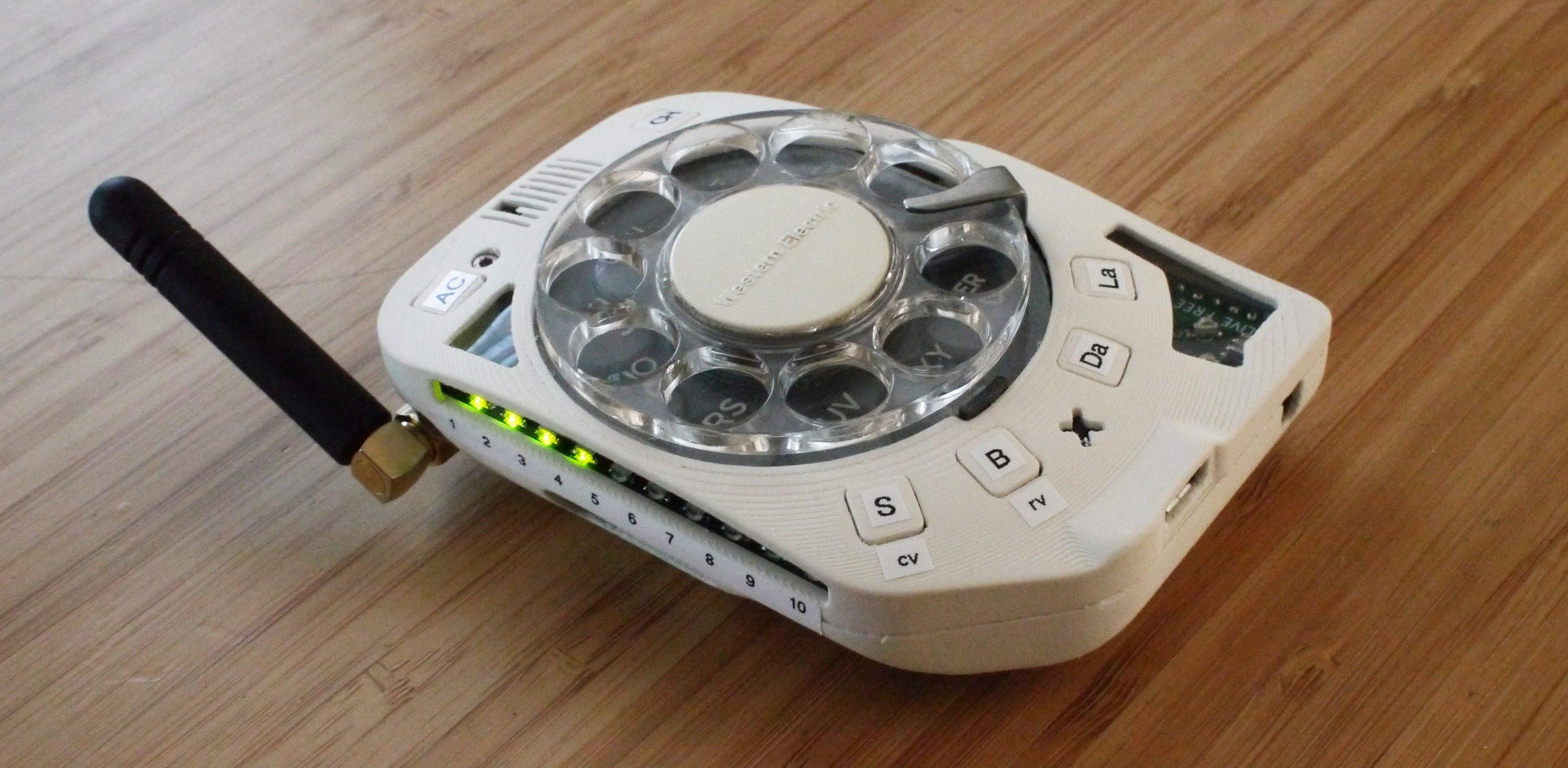 """""""Nie, kochanie, nie mogłem napisać SMS-a, bo mam telefon z obrotowym cyferblatem"""" 17"""