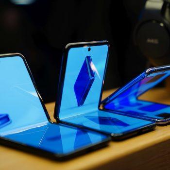 składany smartfon Samsung Galaxy Z Flip foldable clamshell smartphone