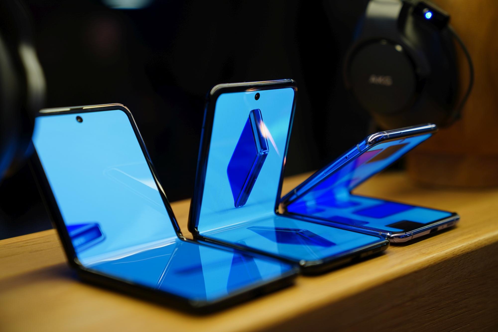 Huawei Mate X2 będzie składanym smartfonem z klapką, jak Samsung Galaxy Z Flip