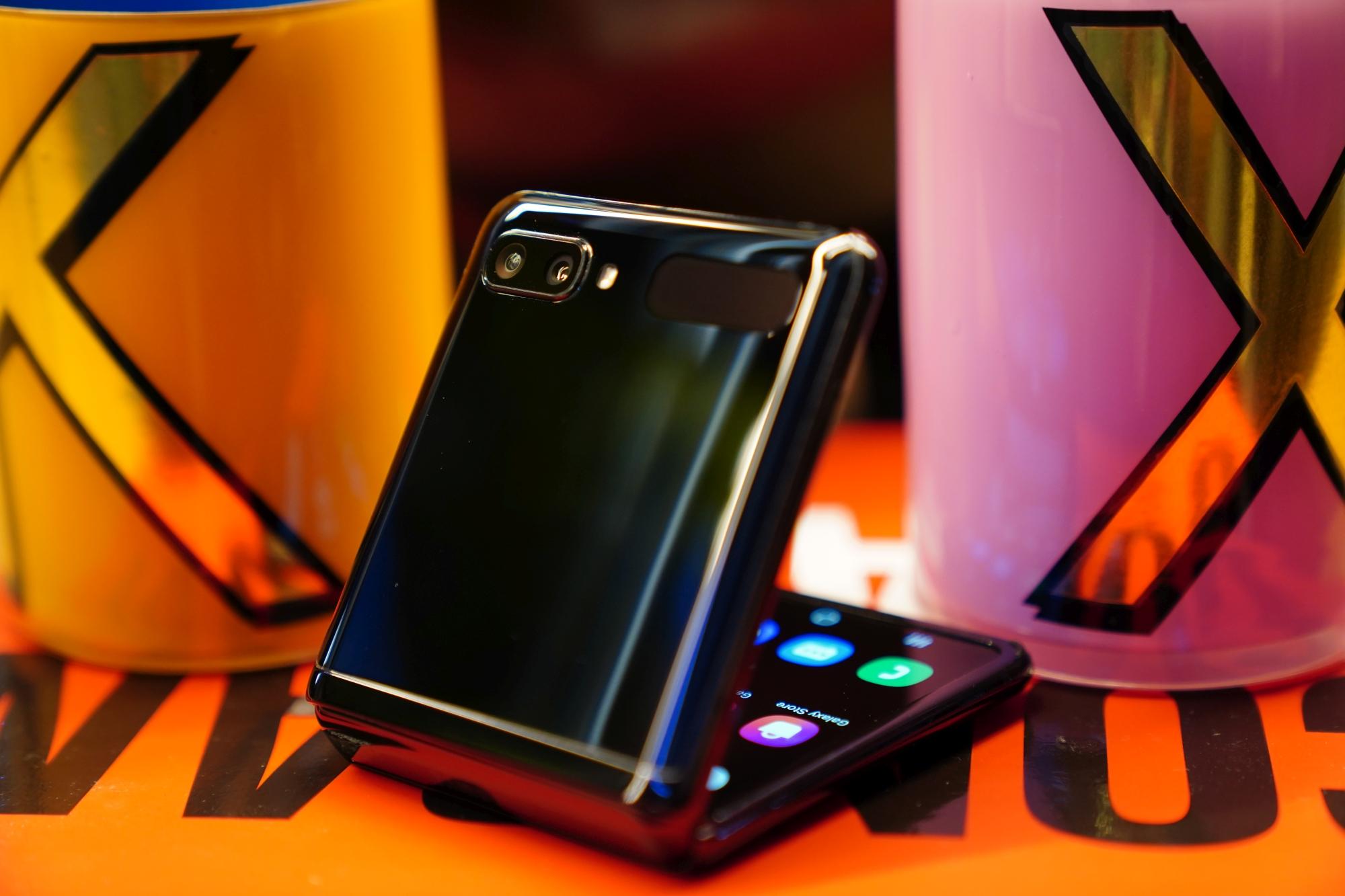 """Galaxy Z Flip 2 może mieć coś, co powinna oferować już """"jedynka"""""""