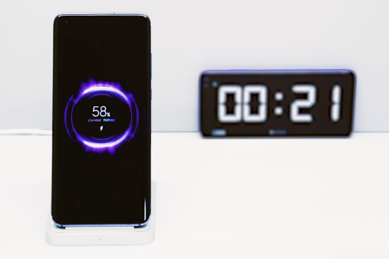 Xiaomi chwali się bezprzewodowym ładowaniem o mocy 40 W. Wstyd, Apple 22