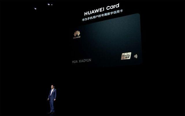Huawei wypływa na nowe wody. Będzie produkować karty graficzne i... karty kredytowe