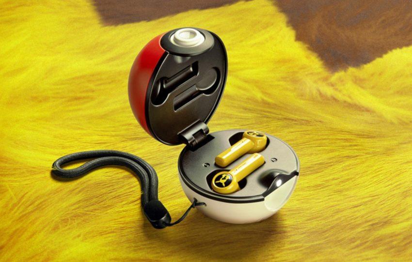 Te słuchawki douszne Razera z motywem Pikachu, naładujesz w Pokeballu