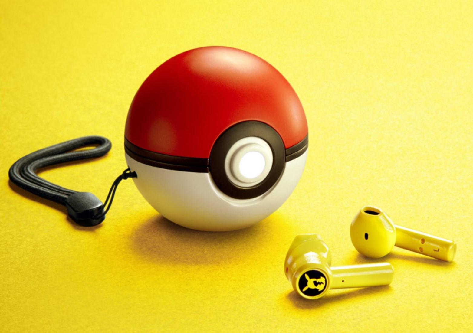 Te słuchawki douszne Razera z motywem Pikachu, naładujesz w Pokeballu 25