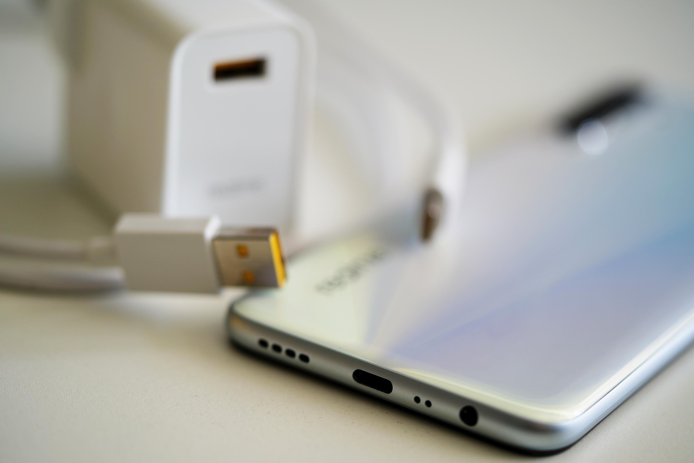 Dzięki technologii UltraDART Flash akumulatory w smartfonach marki realme będzie można ładować z mocą nawet 125 W